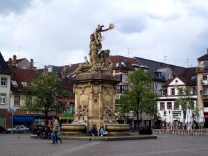 Mannheim_Marktplatz_Brunnen